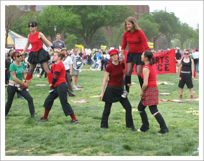 04302004_cheerleaders.jpg